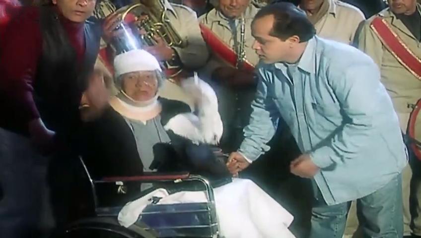 صورة 1 من فيلم بلية... ودماغه العالية - محمد هنيدي - نبوية السيد -