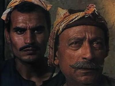 صورة 86 من فيلم الأرض - محمود المليجي - عزت العلايلي -