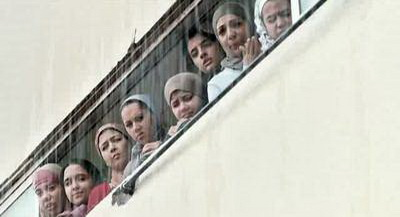صورة 4 من فيلم فتاة المصنع - ياسمين رئيس - ابتهال الصريطي - حنان عادل (2) -
